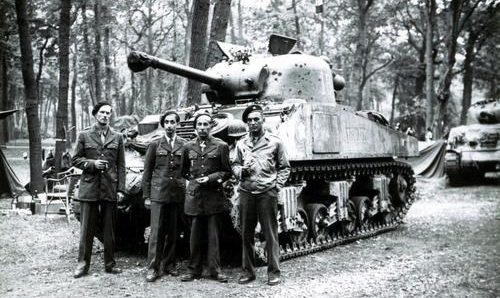 Экипаж танка под названием «Аустерлиц». Нормандия, лето 1944 г.
