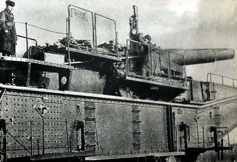 Орудие на огневой позиции «Дунай».