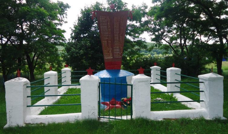с. Коровино Волоконовского р-на. Памятник по улице Центральной, установленный в честь воинов-земляков, погибших в годы войны.