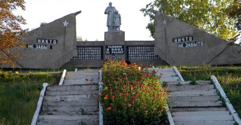 с. Погромец Волоконовского р-на. Мемориал по улице Бондаренко 79а, установленный на братской могиле, в которой похоронено 2 неизвестных советских воинов, погибших в 1943 году. Здесь же увековечены имена погибших земляков.