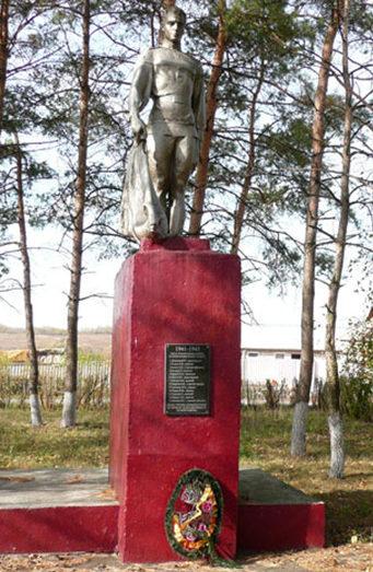 с. Ушаковка Корочанского р-на. Братская могила советских воинов.