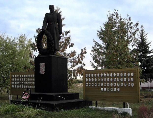 с. Фощеватое Корочанского р-на. Памятник погибшим землякам.