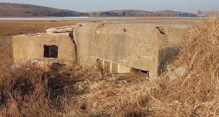 Двухамбразурный ДОТ №20 «Водокачка» на острове Русский был построен в 1934 году. Расположен на мысе Ахлёстышева. Класс защиты - М-2.
