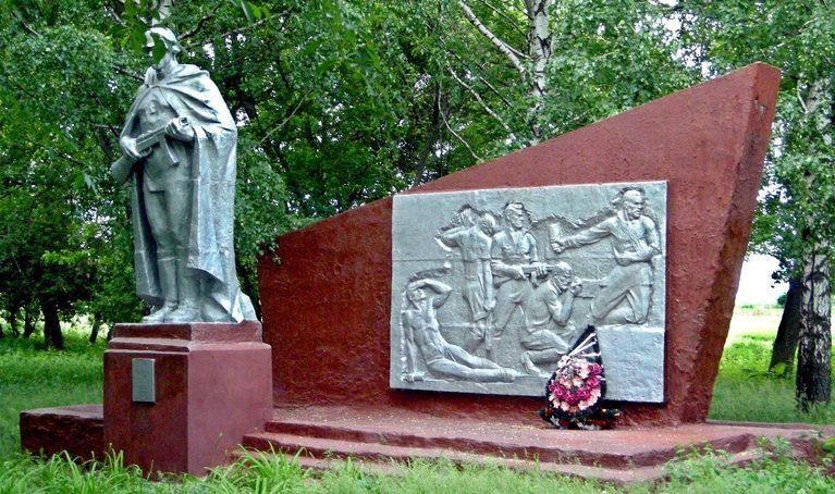 с. Шеино Корочанского р-на. Памятник по улице Лисовенька, установленный на братской могиле, в которой похоронено 117 советских воинов, в т.ч. 30 неизвестных, погибших в 1943 году.