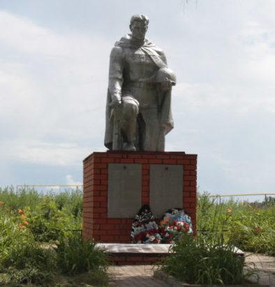 с. Шеино Корочанского р-на. Памятник по улице Лисовенька, установленный на братской могиле, в которой похоронены советские воины.