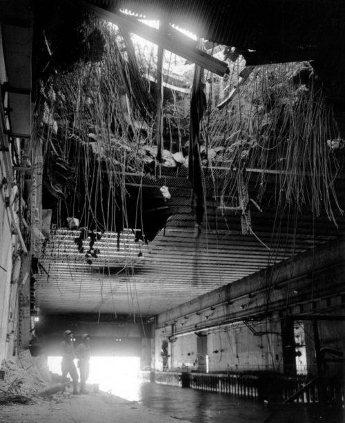 Американские солдаты у бункера для немецких подлодок во французском Бресте. 18 сентября 1944 г.
