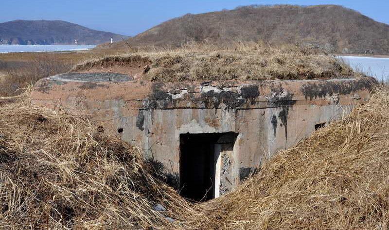 Двухамбразурный ДОТ №206 «Снайперский» на острове Русский был построен в 1940 году. Расположен на полуострове Кондратенко, западнее м. Иванцева. Класс защиты - М-3.
