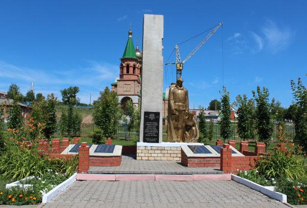 с. Готовье Красненского р-на. Памятник по улице Центральной, установленный на братской могиле советских воинов и мирных жителей, расстрелянных оккупантами в годы войны.