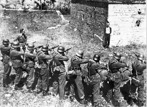 Расстрел Жоржа Блинда - члена французской группы сопротивления «Ферран». Бельфор, октябрь 1944 г.