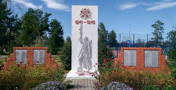 с. Готовье Красненского р-на. Памятник, установленный на братской могиле советских воинов.