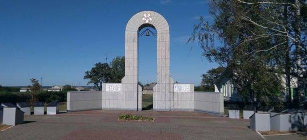 с. Камызино Красненского р-на. Памятник, установленный на братской могиле советских воинов.