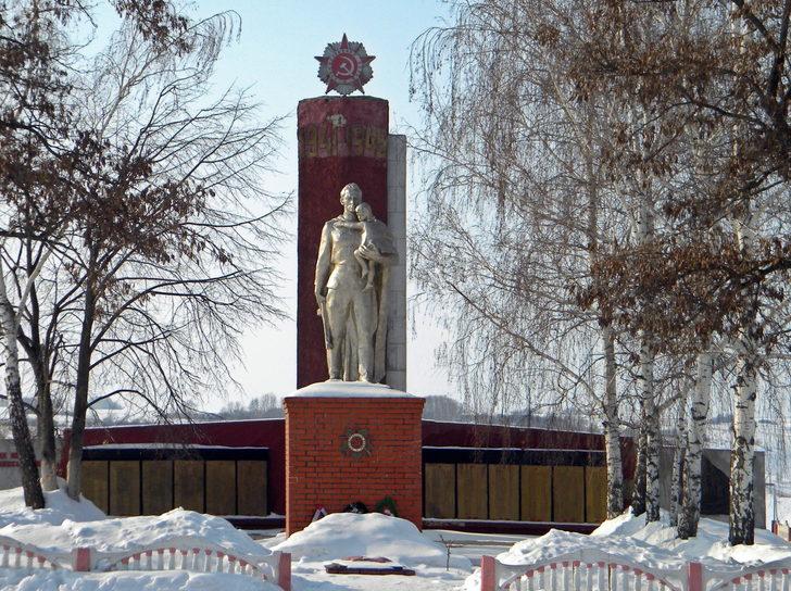 с. Лесное Уколово Красненского р-на. Памятник по улице Лесной, установленный на братской могиле советских воинов и мирных жителей, расстрелянных оккупантами в годы войны.