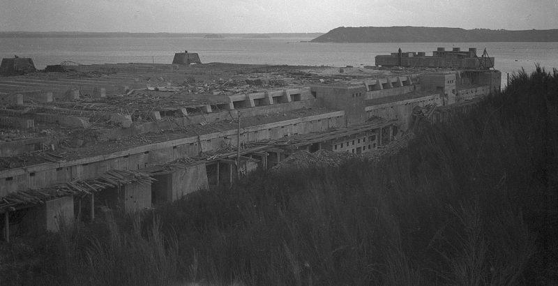 Брестская база немецких подводных лодок. Октябрь 1944 г.