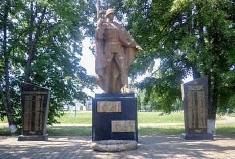 с. Сетище Красненского р-на. Памятник воинам-землякам.