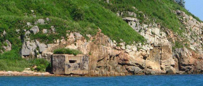 Двухамбразурный ДОТ №239 на острове Русский был построен в 1941 году. Класс защиты - М-3.
