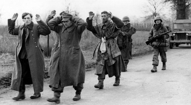 Пленные немецкие солдаты в восточной Франции. 30 ноября 1944 г.