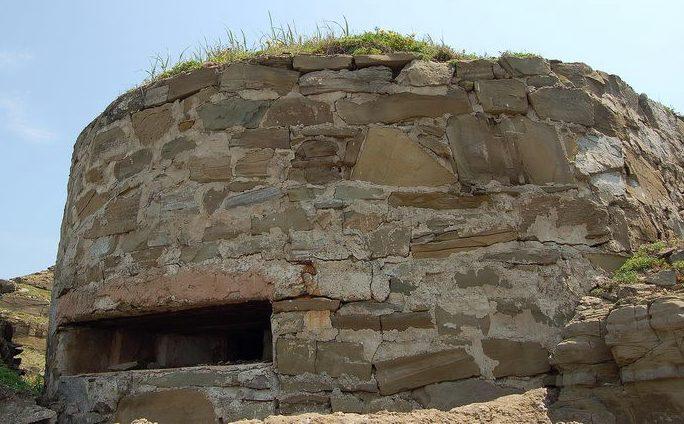 Двухамбразурный каменно-бутовый ДОТ №244 на острове Русский был построен в 1941 году. Расположен на перешейке п-ова Тобизина. Класс защиты - М-3.