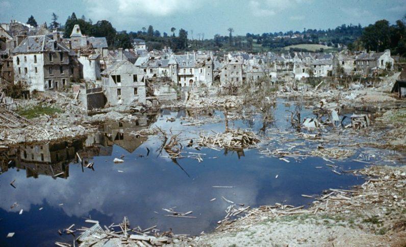 Разрушения в Сен-Ло. 1944 г.