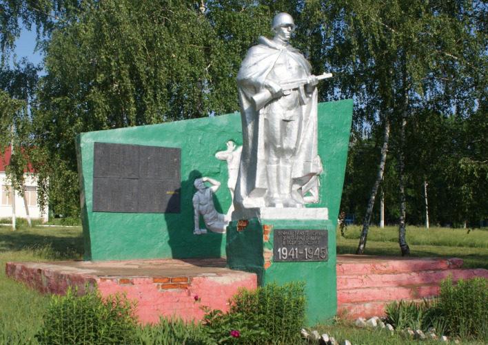 с. Байцуры Борисовского р-на. Памятник по улице Молодежной, установленный на братской могиле, в которой похоронено 17 неизвестных советских воинов, погибших в 1943 году.
