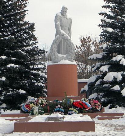 с. Веселое Красногвардейского р-на. Памятник, установленный на братской могиле, в которой похоронено 49 советских воинов, погибших в 1943 году.