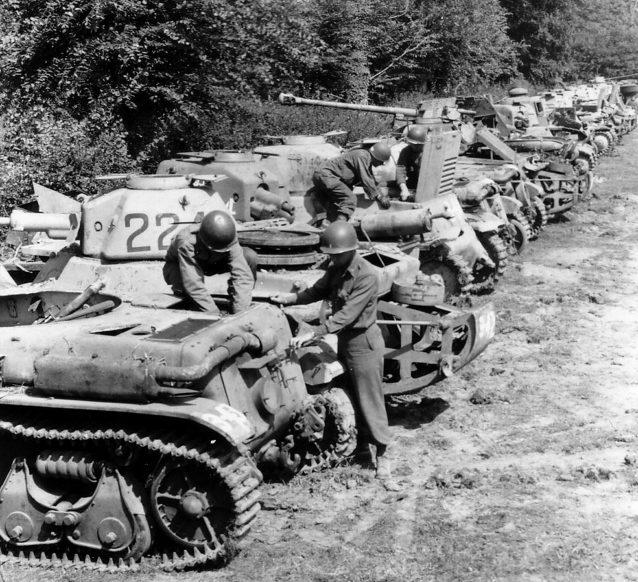 Американский сборный пункт трофейной техники во Франции. 1944 г.