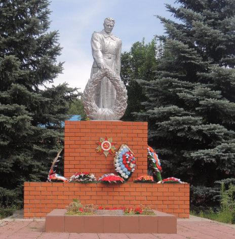 с. Веселое Красногвардейского р-на. Памятник по улице Мира 160б, установленный на братской могиле, в которой похоронено 49 советских воина, в т.ч. 44 неизвестных, погибших в 1943 году.