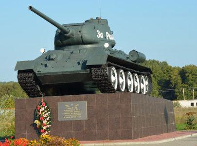 п. Борисовка. Танк Т-34 установлен в 2009 году в честь советских воинов, погибших на подступах к посёлку в марте 1943 года.
