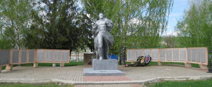 с. Никитовка Красногвардейского р-на. Памятник, установленный на братской могиле, в которой похоронено 13 советских воина, погибших в 1943 году.