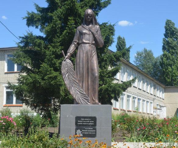 с. Сухосолотино Красногвардейского р-на. Памятник по улице Центральной, установленный на братской могиле, в которой похоронено 12 советских воина, погибших в 1943 году.