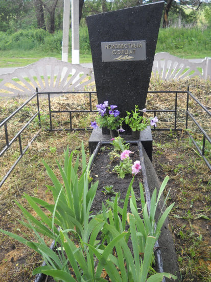 с. Зозули Борисовского р-на. Памятник про улице Локинской, установленный в честь односельчан, погибших в боях с фашистскими захватчиками.