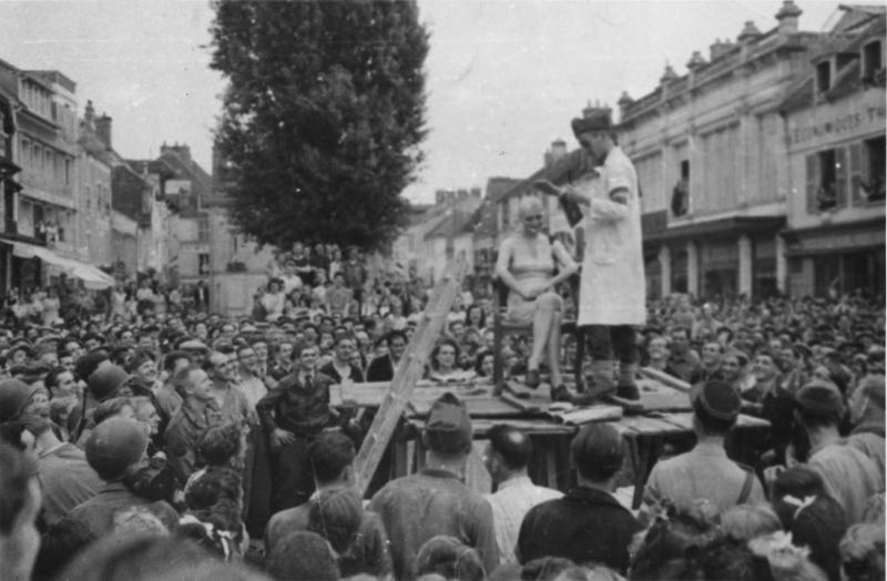 Война с женщинами, имевшими связь с немцами. 1944 г.