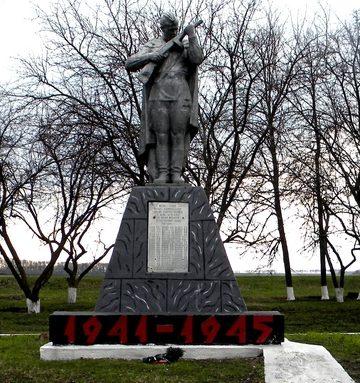 с. Зозули Борисовского р-на. Памятник по улице Советской в честь односельчан, погибших в годы Великой Отечественной войны.
