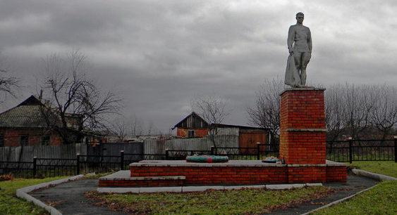 с. Зыбино Борисовского р-на. Памятник по улице Центральной, установленный на братской могиле советских воинов, погибших в 1943 году.