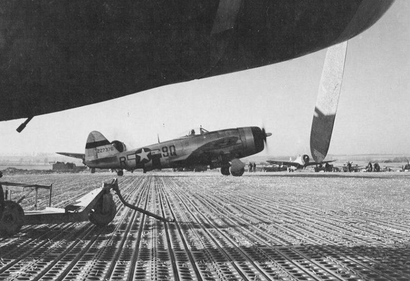 404-я истребительная эскадрилья США на аэродроме Тантонвиль. 12 января 1945 г.