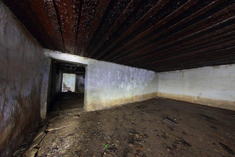 Подземное помещение батареи.