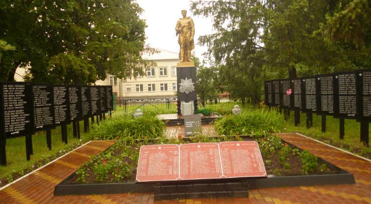 с. Демидовка Краснояружского р-на. Памятник по улице Школьной 1а, установленный на братской могиле, в которой похоронен 61 советский воин, погибший в 1943 году.