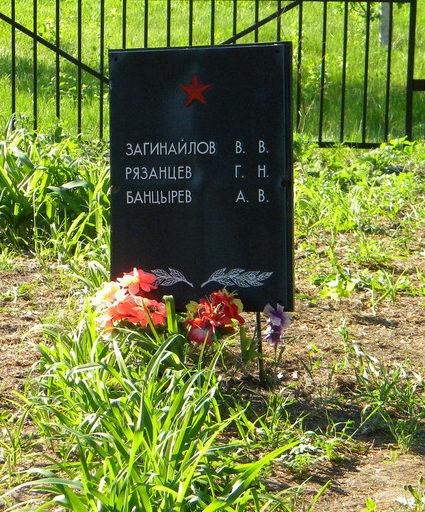 с. Демидовка Краснояружского р-на. Братская могила советских воинов.