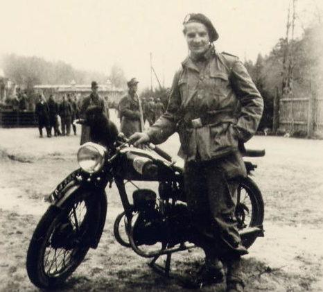 Французский десантник из 1-го батальона. Апрель 1945 г.