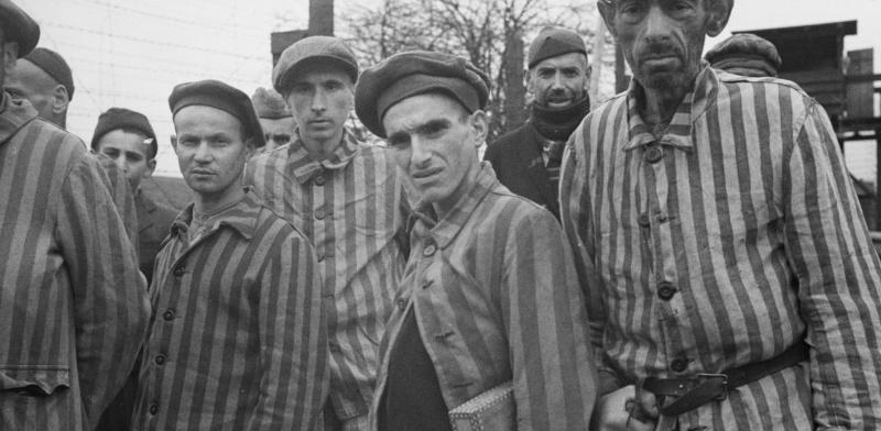 Узники концлагеря в Файингене-ан-дер-Энц после освобождения. Апрель 1945 г.