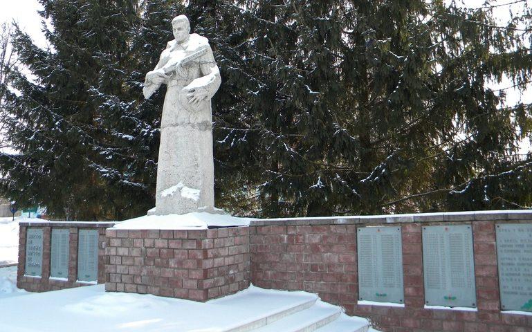 с. Колотиловка Краснояружского р-на. Памятник по улице Центральной 34/1, установленный в честь воинов, погибшим при освобождении села.