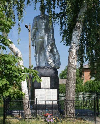 с. Покровка Борисовского р-на. Памятник, установленный на братской могиле, в которой похоронено 7 советских воинов, погибших в 1943 году.