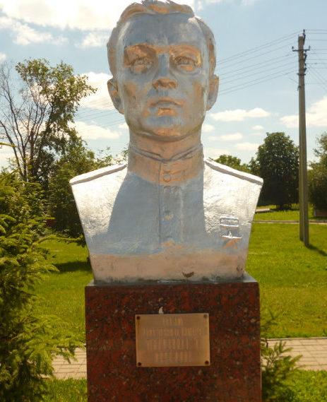 Бюст Героя Советского Союза Г.Т. Ткаченко.