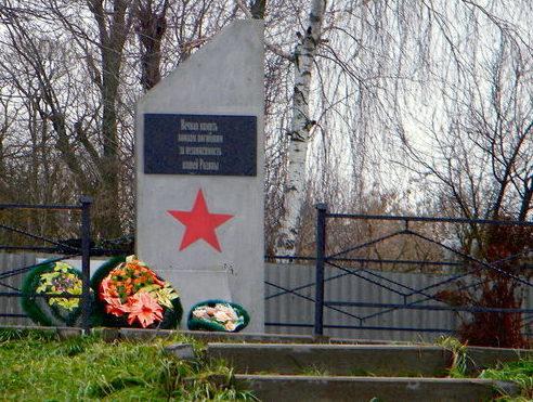 с. Чуланово Борисовского р-на. Памятник погибшим землякам.