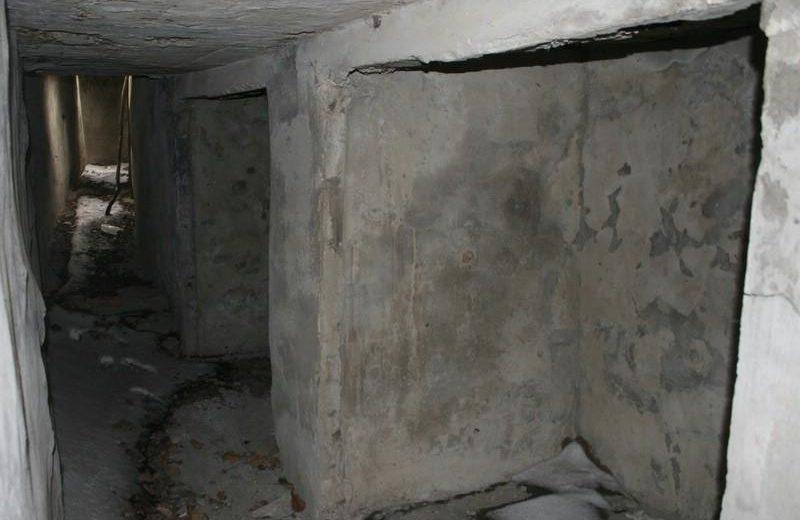 Подземный соединительный ход с отсеками для расходного боекомплекта.