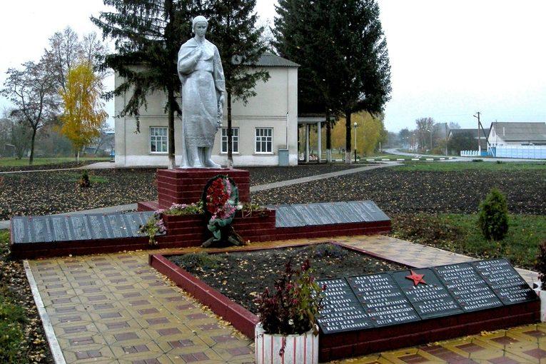 с. Репяховка Краснояружского р-на. Памятник по улице Садовой 1а, установленный на братской могиле, в которой похоронено 20 советских воинов, погибших в 1943 году.