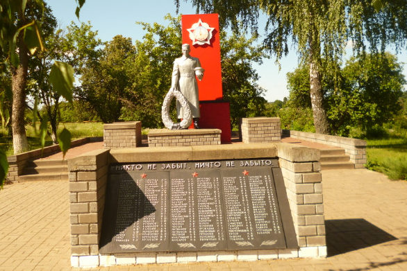 с. Теребрено Краснояружского р-на. Памятник по улице Новостроевка 32а, установленный на братской могиле, в которой похоронено 124 советских воина, погибших в 1943 году.