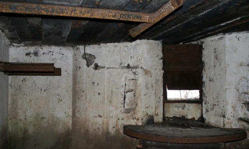 Двухамбразурный ДОТ №227 был построен в 1943 году в районе «Красных казарм». Класс защиты - М-3.