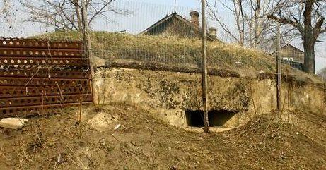 Трёхамбразурный ДОТ №321 был построен в 1943 году в районе г. Орловка. Класс защиты - М-3.