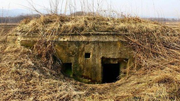 Двухамбразурный ДОТ №334 был построен в 1943 году у подножья г. Орловка. Класс защиты - М-3.
