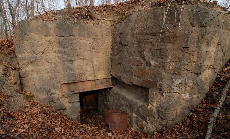 Двухамбразурный каменно-бутовый ДОТ №270 был построен в 1941 году в районе б. Горностай. Класс защиты - М-3.